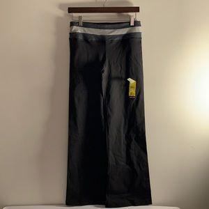 NWT Kirkland Yoga Pants Small Short